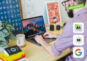 Een man logt in op zijn computer om te werken met google drive